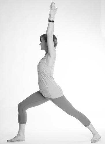 La posizione del Guerriero è una delle più famose dello yoga e più utilizzate