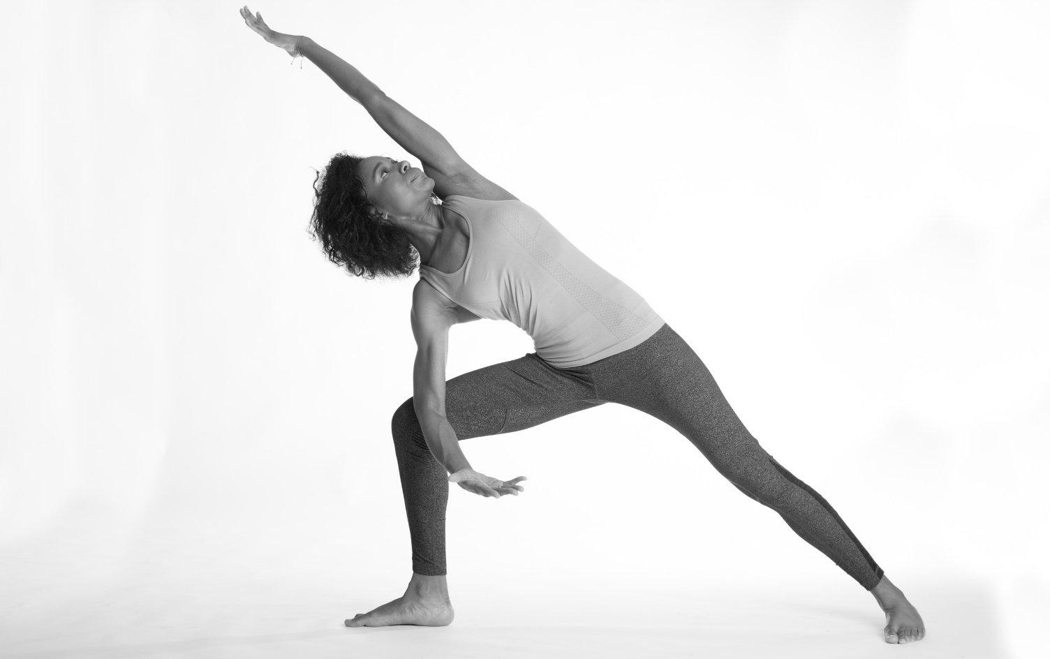 La posizione yoga dell'angolo laterale è imprescindibile per chi vuole iniziare la praticae
